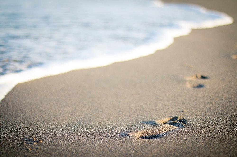 passato impronta spiaggia